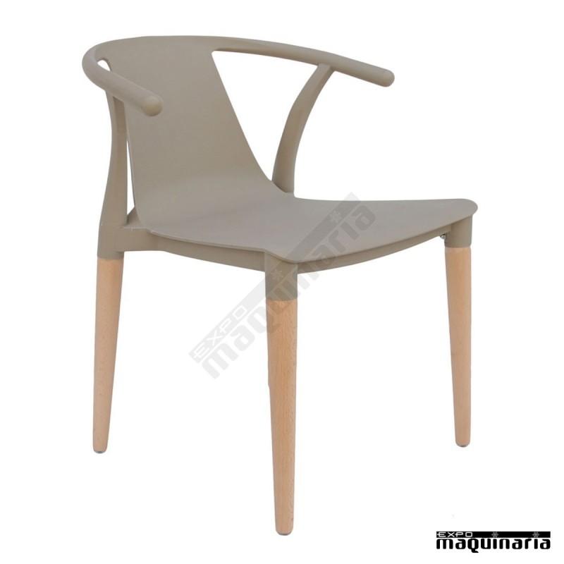 Sillas con brazos madera dl666 de madera y poli ster colores for Sillas con brazos para comedor